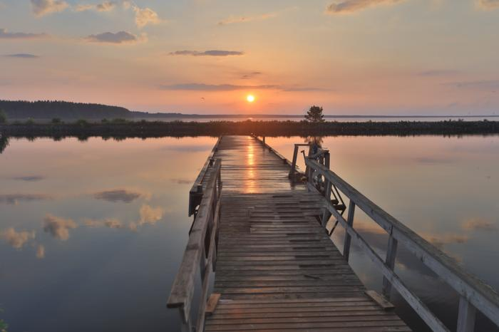 Auringonlasku Oulujärvellä.