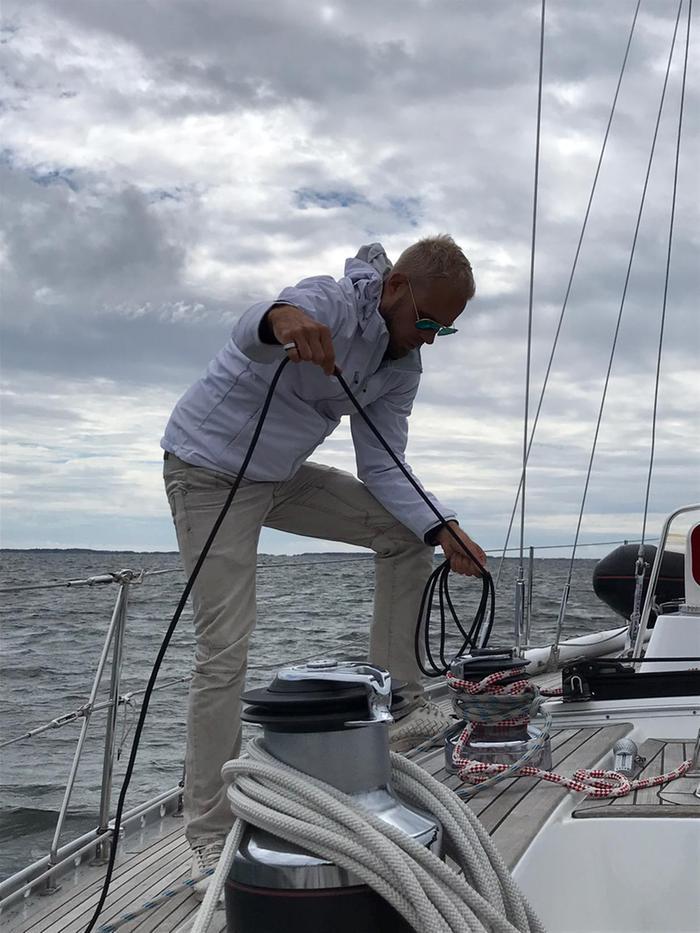 Forecan ja MTV Uutisten meteorologi Aleksi Jokela harrastaa purjehdusta.
