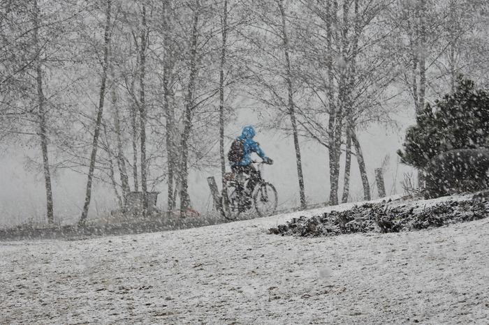 Lunta pyrytti Jyväskylässä 14. huhtikuuta 2020.