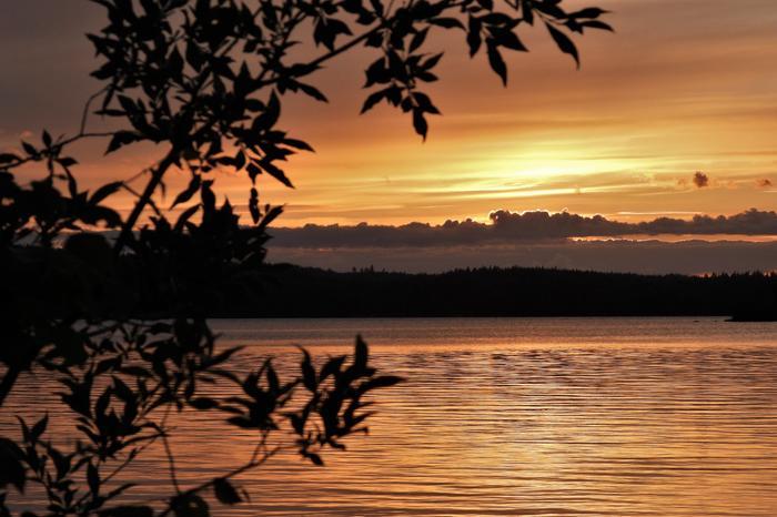 Heinäkuinen auringonlasku Repovedellä Kouvolassa.