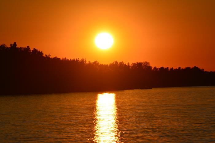 Auringonlaskun värit Hankoniemellä.