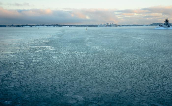 Suomenlahti jäässä Helsingin edustalla
