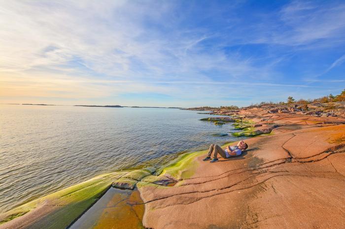 Kesäpäivän viettoa Suomen eteläkärjessä Hankoniemessä. UV-säteily on voimakasta.