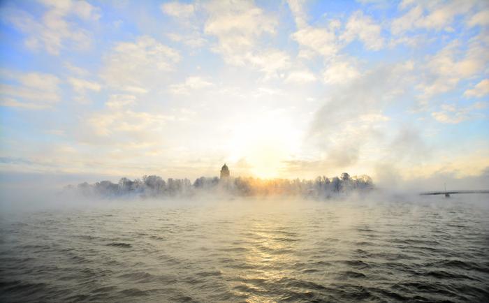 Merisavua eli haihtumissumua Helsingin edustalla kovilla pakkasilla. Ilman lämpötila -18, merivesi +3.