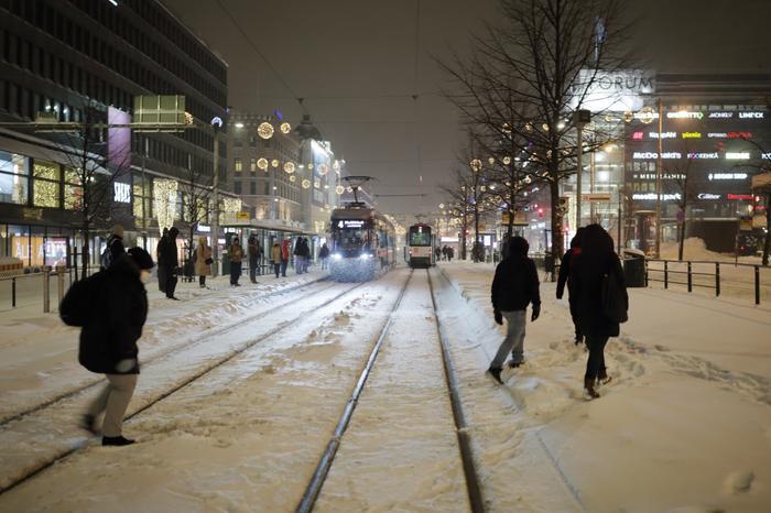 Toini-pyry toi lumisateita Helsinkiin tammikuussa 2021.