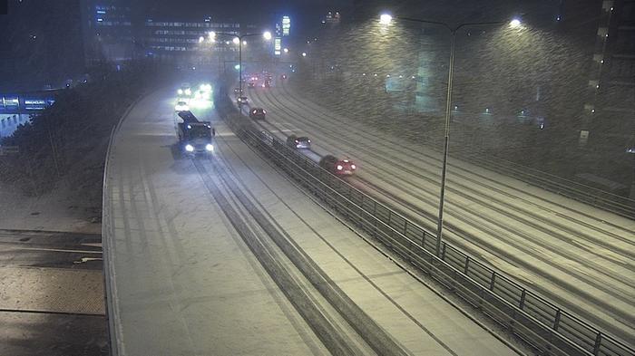 Helsingissä satoi lunta aamulla 20. marraskuuta 2020.