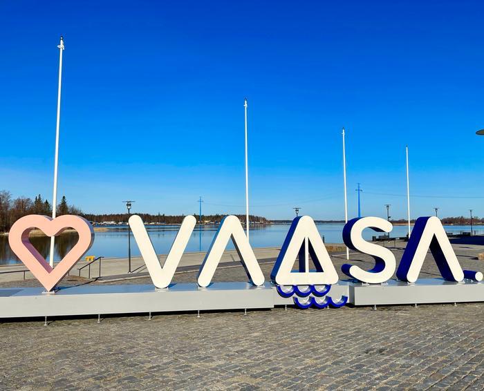 Aurinkoinen kevätpäivä Vaasassa, missä lämpötila kohosi ylimmillään lauantaina 16,4 asteeseen Vaasan lentoasemalla. Lämpö ja auringonpaiste saavat vielä jatkoa lähipäivinä.