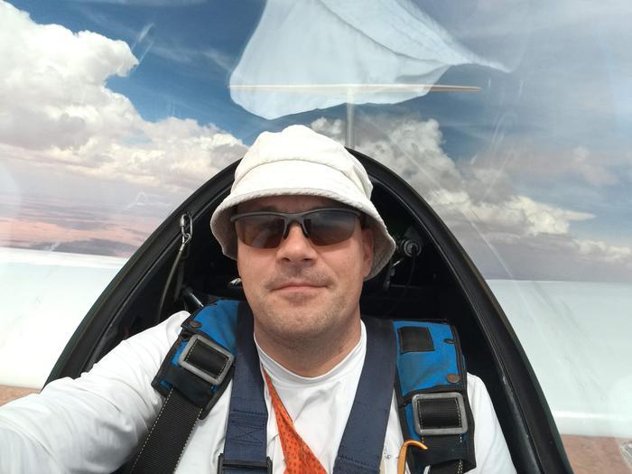 Forecan meteorologi Kristian Roine harrastaa purjelentämistä.