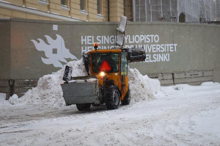 Lumiaura puhdistaa katuja Helsingissä