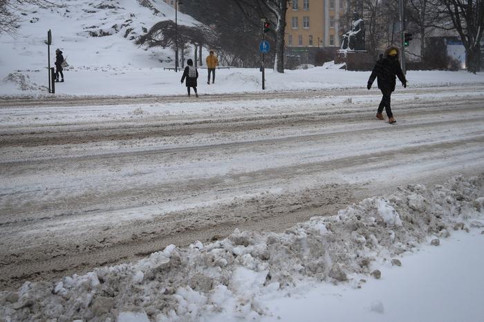 Huono jalankulkusää lumimyrskyssä