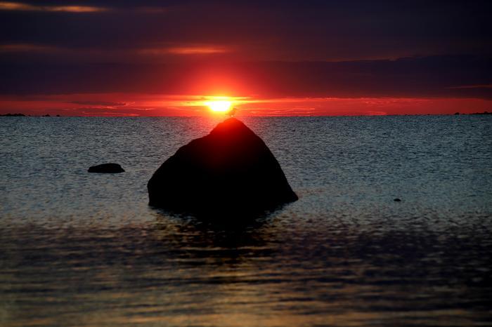 Keskiviikko on ollut kuluneen vuoden kuumin päivä. Tulevana yönä lämpötila ei monin paikoin laske alle 20 asteen maan etelä- ja itäosassa vesistöjen äärellä.