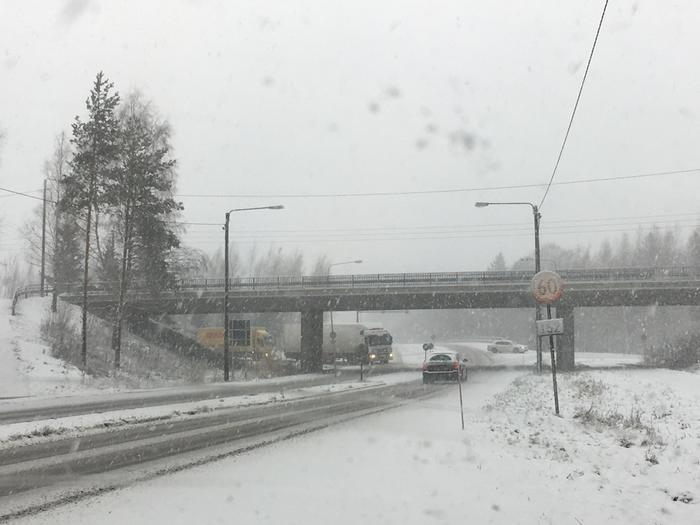 Lumisateita Uudellamaalla 23. marraskuuta 2017.