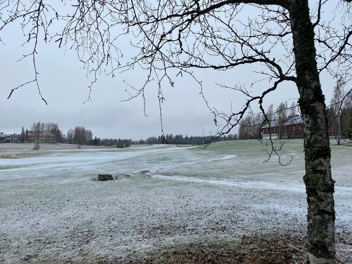Lumisade valkaisi kevätmaiseman.