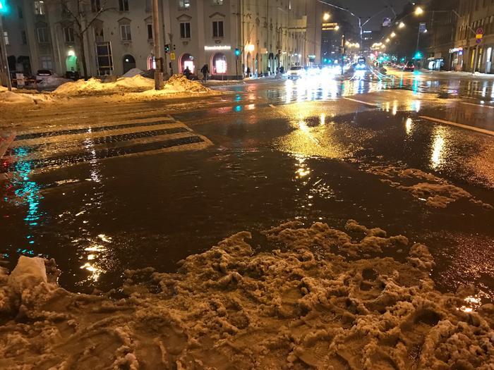 Lumet sulivat Helsingin keskustassa vauhdilla viikonloppuna. Kuva: Joanna Rinne, Helsinki, 22.1.2021