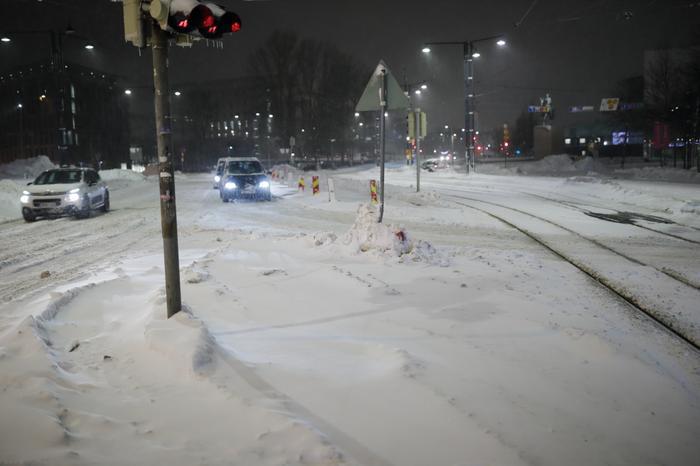 Tammikuinen lumimyräkkä toi Etelä-Suomeen reippaasti lunta.