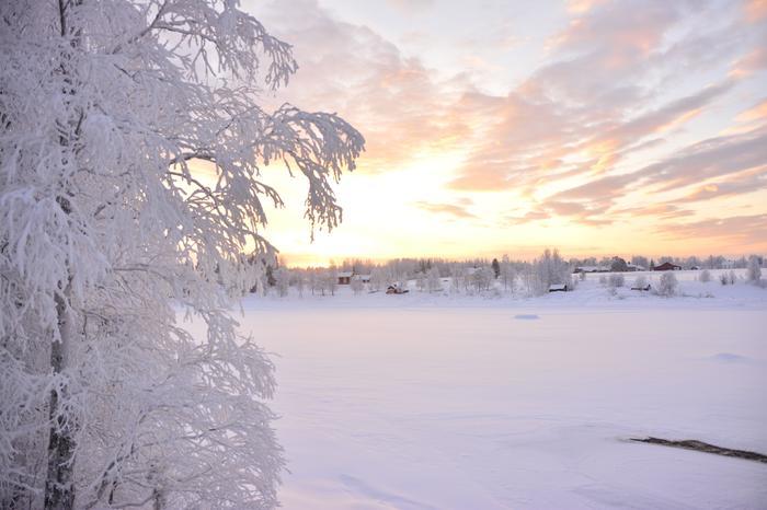 Paukkupakkasia Lapissa talvella. Laaksoalueilla pakkanen paukkui 30-40 asteessa.