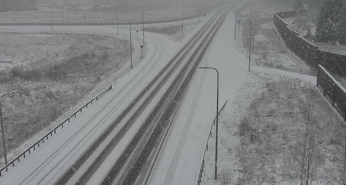 Lumisateita Kouvolassa 20. marraskuuta 2020.