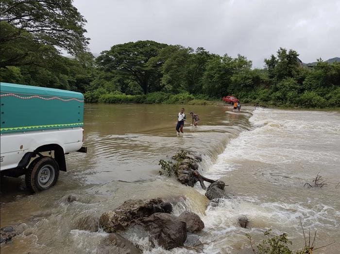 Tropiikissa sademäärät ovat suuria ja voivat aiheuttaa paikallisia tulvia.