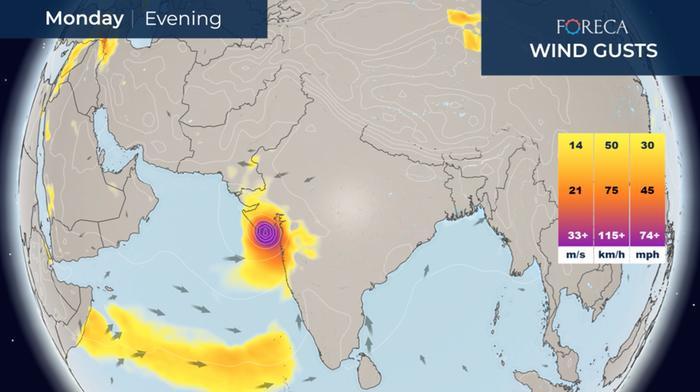 Trooppinen sykloni Tauktae moukaroi Intian länsiosaa 17.–18. toukokuuta 2021.