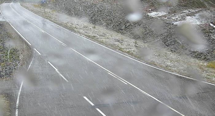 Lumisateita Ylläksen maisematiellä syyskuussa 2021.