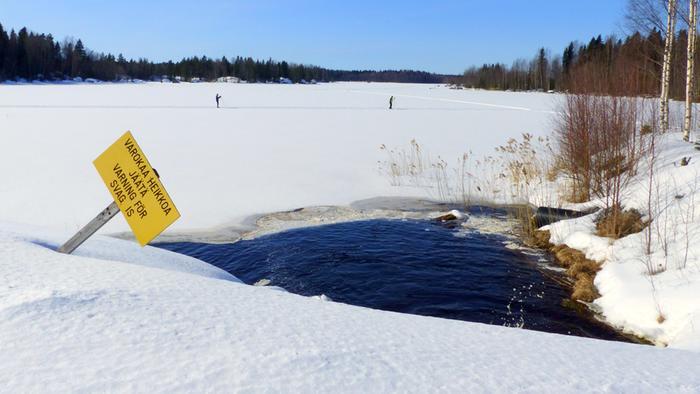 Jäällä liikkujan on varmistuttava jään kantavuudesta. Jäällä voi olla yllättäviä sulia paikkoja tai jää voi olla liian ohutta kantamaan ihmistä.