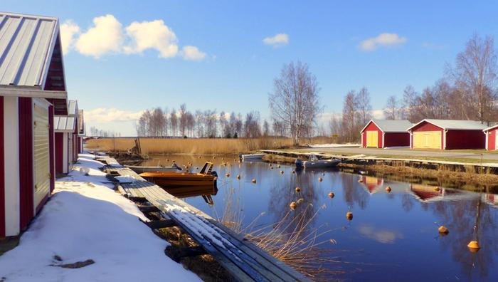 Auringonpaiste ja kuurosateet vuorottelevat lähipäivinä. Öisin on pakkasta suuressa osassa Suomea.