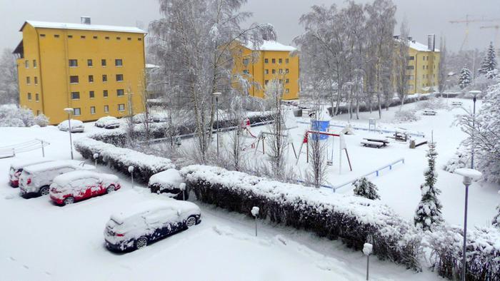 Lumi peitti maan Vaasassa aamulla 3. huhtikuuta 2020.