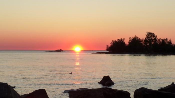 Auringonlasku juhannuksena.