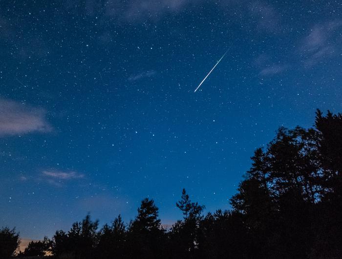 Perseidien tähdenlento kuvattuna Inkoossa vuonna 2018.