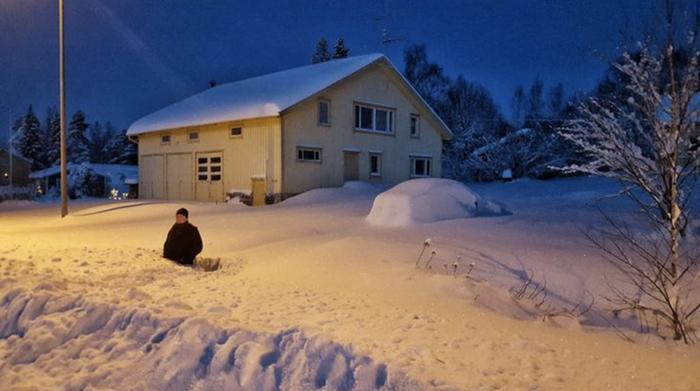 Merikarvialla satoi 8. tammikuuta vuonna 2016 peräti 72 cm lunta vuorokaudessa, mikä on Suomen lumikertymäennätys. Rannikkokonvergenssi voimisti lumisadetta länsirannikon tuntumassa.