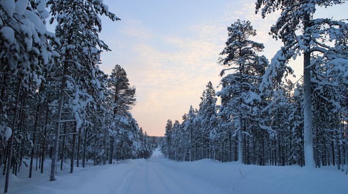 Lapissa lämpötilan paikalliset vaihtelut ovat suuria erityisesti talviaikana. Pilvisyys ja korkeus vaikuttavat siihen voimakkaasti.