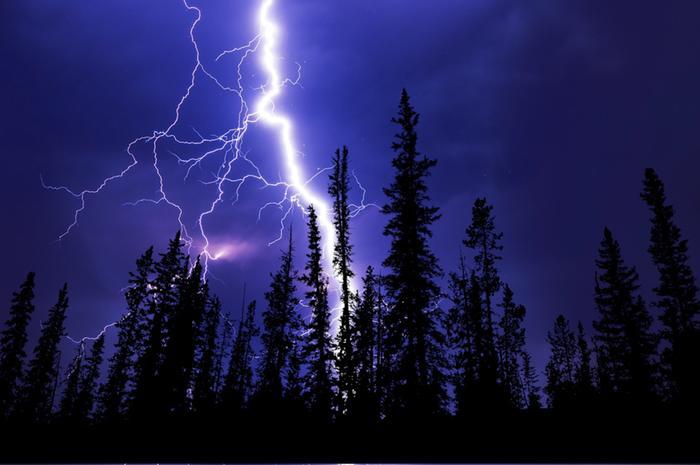 Tiistaina erittäin voimakkaita ukkosia esiintyy erityisesti maan länsiosassa Pohjanmaan maakunnissa ja myöhemmin Kainuussa.