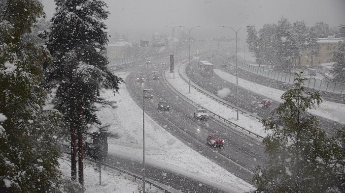 Lumisateita Oulussa syyskuussa 2021.