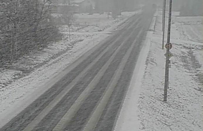 Lumipyry huononsi ajokeliä lännessä 9. huhtikuuta 2021.