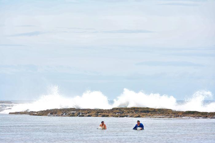 La Niñan aikana läntinen Tyyni valtameri lämpenee, kun taas merivesi viilenee entisestään Etelä-Amerikan länsipuolella.