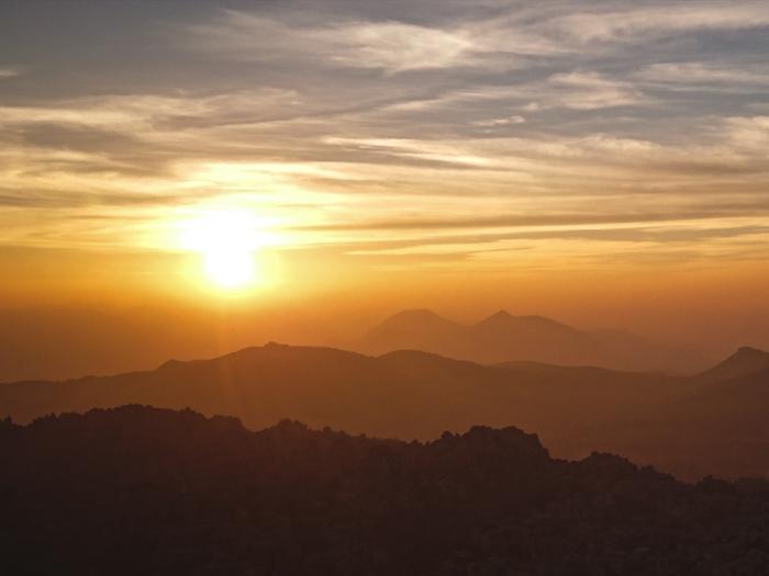Auringonlasku Torcal-vuoriston yllä.