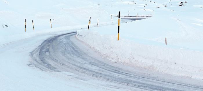 Ajokeliä haittaavat tänään sekä kuuraliukkaus että lumisateet.