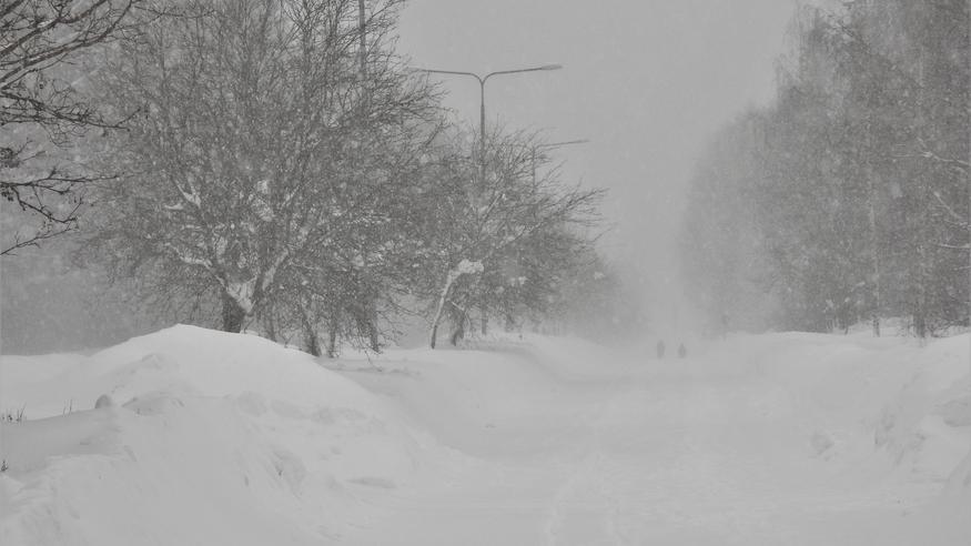 Melkoinen lumipyryennuste viikonlopuksi: Myrskypuuskia ja näille alueille jopa 10–20 senttimetriä lunta