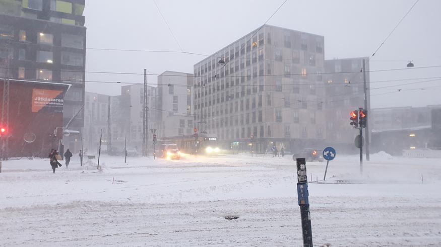 Kaksi lumipyryä vyöryy Suomeen: Tänne loppuviikolla jopa 25–30 senttimetriä lunta – myös vesisateita kartoilla! Katso ennuste