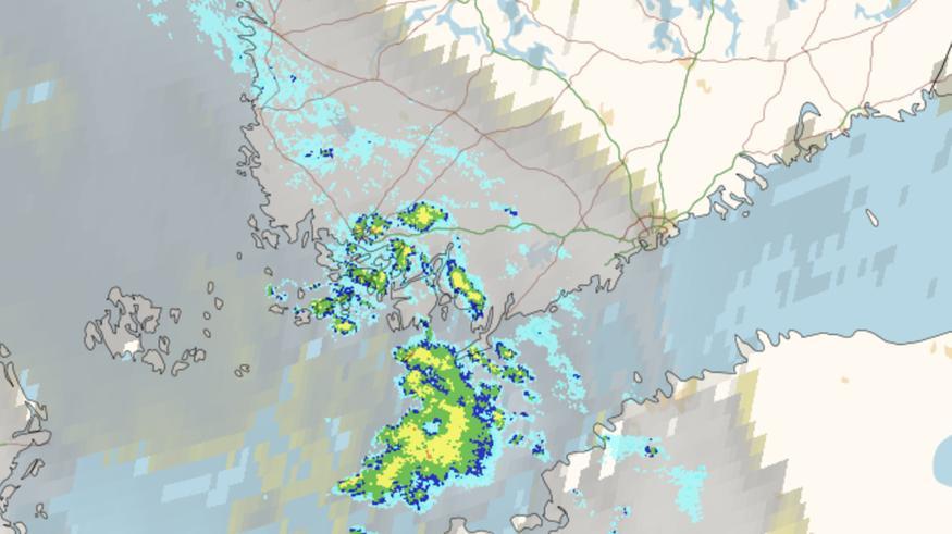 Etelärannikolla lumisade voi tänään paikoin sakeutua