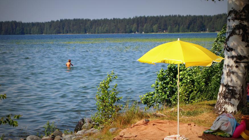Helle lämmitti järviä, mutta uidaanko vielä juhannuksenakin lämpimässä vedessä?