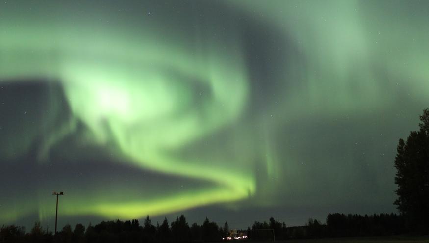 Kurkkaa taivaalle alkuviikon öinä: Revontulia voi näkyä myös etelässä