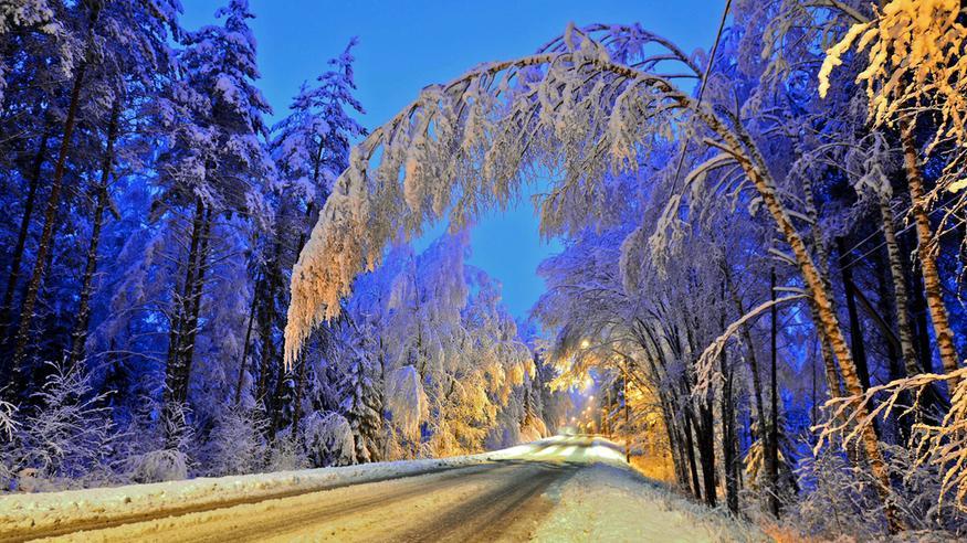 Ensi yöstä ei draamaa puutu: Syvä matalapaine tuo myrskypuuskia, lumipyryn ja tykkyvahinkoja