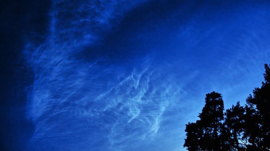 Helsingin yötaivasta väritti ilmiö, joka näkyy vain harvoille ja valituille – katso kuvat!