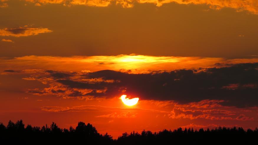 """Yhdysvaltojen maastopalojen savut yltävät jo Suomeen: """"Savu on niin paksua, että sen voi havaita paljaalla silmällä"""" – auringonlaskut tavallista värikkäämpiä"""