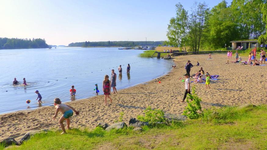 Mielipide: Lukuvuosi alkaa Suomessa liian aikaisin – koulunpenkeille palataan keskellä lämpöaaltoa
