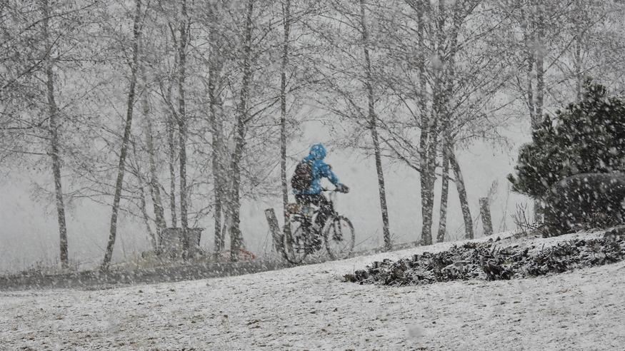"""Ennuste paheni: Toukokuun raju """"lumipommi"""" iskee – näille alueille jopa yli 30 senttimetriä lunta"""