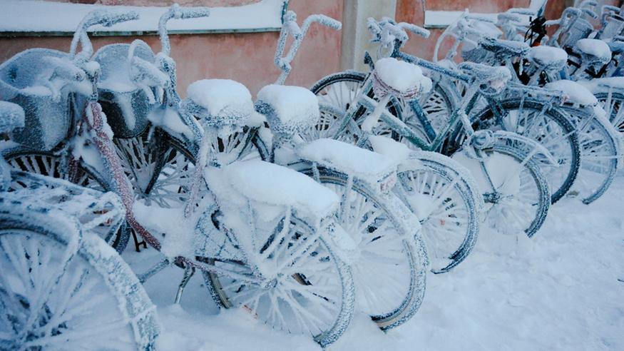 Kylmä ja myrskyinen yö, lumisateet peittävät pian Suomen