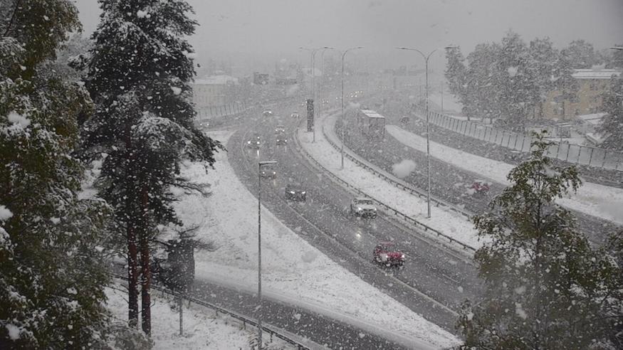 Lunta tulossa jälleen paikoin 30 senttimetriä, pakkasta jopa 10–20 astetta – varaudu lumisateeseen myös etelässä!