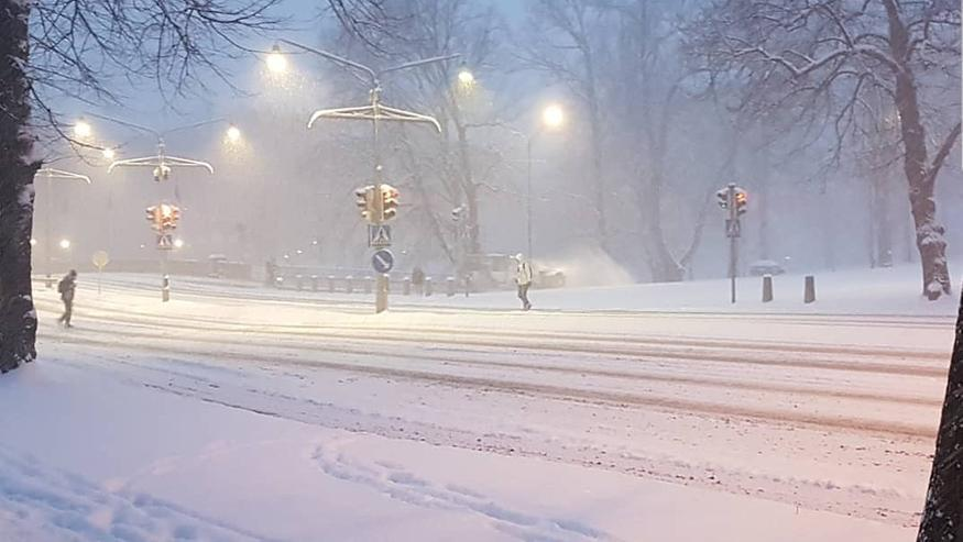 Voihan takatalvi! Turkuun pyryttivät talven ennätyshanget, Muoniossa -25 astetta – katso kuvat!